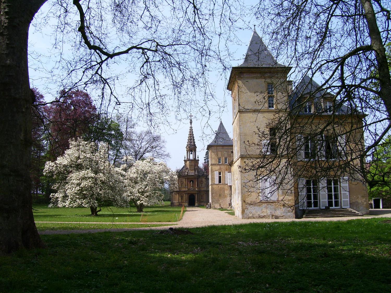 chateau et magnolias